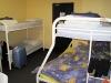 in die backpackerskamer met - zes ! - slaapplaatsen voor ons twee.