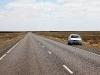 En nu rijden we terug naar Port Augusta, over een lege hoofdweg,