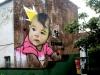zelfs de 'graffiti' op zo'n huismuur is fraai, volgens ons,