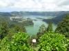 Via een smal bergpad komen we dan boven bij het groene en het blauwe meer