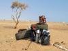 Kijk, deze Bedouïne wacht geduldig op zijn handel