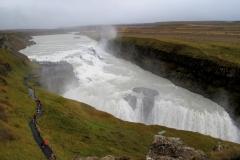 137 het gebulder van deze meer dan dertig meter naar beneden vallende watermassa's