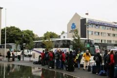 3 Maar de volgende ochtend moet ik me een paar straten verderop al weer vroeg bij het in het Tjörninmeer gelegen Stadhuis melden, omdat daar de grote bus stopt…