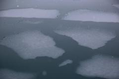 34 en daarna door dun ijs dat door de bemanning pancake-ice genoemd wordt.