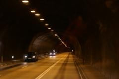 4 …waarmee we een uur later door deze bijna 6 km lange Walvisfjordtunnel rijden.