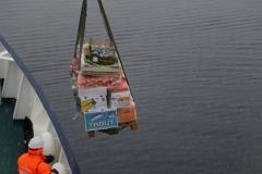 44 omdat zo'n zeilschip zelf maar beperkte bergruimte heeft en ze daar nu vers voedsel nodig hebben