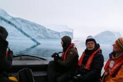 50 Maar intussen ben ik met alle anderen gaan varen in een groot 'ijsbergenkerkhof',