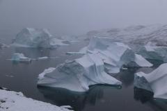 64 zodat we ook vanaf die hoogte 'stervende' sneeuwbergen onder ons weg zien drijven.