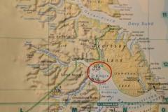 76 De Plancius vaart dan een paar uur lang naar het hart van de fjord, naar Sydkap,