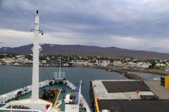 12 nu heel voordelig naar Groenland mee te varen...