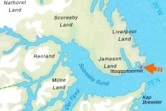 95 de Zodiacs brengen ons daar aan land in Ittoqqortoormiit, een kleine nederzetting die door de Denen Scoresbysund genoemd wordt.