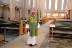 148 Ik ben hier eigenlijk te vroeg, maar de vriendelijke pastor Sigurður Árni opent de kerk voor me en biedt me zelfs aan met hem te ontbijten...