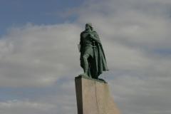 147 en zie daar dus ook het standbeeld van Leifur Eiríksson, die Amerika al bijna 500 jaar vóór Columbus ontdekte.