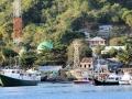 129 We arriveren na lang varen in de haven van Flores