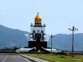 76 En Lombok is een echt moslim-eiland, maar onze gids Haerun zegt daarover: