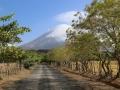 en zien steeds aan de horizon de vulkaan die de Indianen 'Mestlitepe' noemden ( = 'zij menstrueert') ...