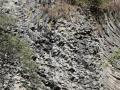 en komen dan bij deze bizar gevormde rotsen