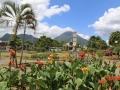 In La Fortuna zien we die 1657 meter hoge vulkaan al in de verte, precies achter de kerk.
