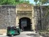 We rijden ook naar Fort Frederick in Trincomalee