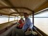 Dan steken we de Marowijnerivier over met een piroque, een gemotoriseerde kano
