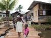 gaan o.a. nog even langs bij de familie van onze jungle-gids in Paranam,