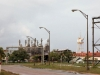 en de grote Suralco bauxietfabriek.