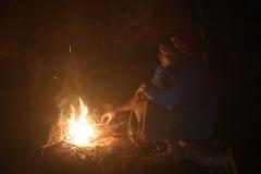 waar binnen haast altijd een vuurtje brandt om te koken en te verwarmen.