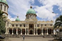 en de volgende ochtend bezoek ik in mijn eentje nog even de grootste kathedraal van Addis, de Medhane-Alem,