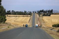 Als we dan na een paar hellingen vlakbij Dodola de weg af hobbelen