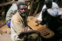 De Konso hebben mora, mannenhuizen waar de beveiliging geregeld wordt, maar hier spelen ze nu gebe'ta