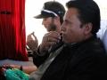 194 Terwijl de toerist bij het raam in onze bus een snoepje neemt , is de Boliviaan al lang blaadjes aan het kauwen,