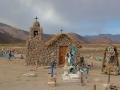220 en ontdek daar ook dit mini-kerkhofje