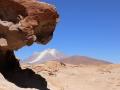 226 We rijden nu naar de grens van Bolivia en Chili en zien dan deze Aliague vulkaan.