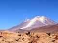 227 Dichterbij gekomen zien we dat hij nog actief is, aan de Chili-kant zie je de rook, dat witte pluimpje.
