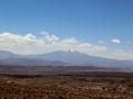 260 Hiervandaan zien we ook de 6028 m hoge Uturuncu vulkaan, waar nog sneeuw op ligt.