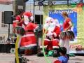 315 En we treffen het, want achter ons hostel wordt een Santa Clausfeest gevierd,
