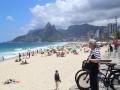 40 En als we dan weer verder lopen, nu richting Copacabana-strand