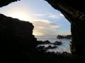 380 waar ik een grote grot zie waar vroeger mensen in gewoond moeten hebben,