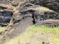 388 maar bij de moai'fabriek' (een steengroeve) zien we hoe nieuwe moai destijds al weer klaar lagen voor vervoer naar de kust
