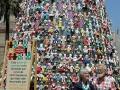 428 behangen met 1400 poppen, dus ook wij poseren daar toch maar even bij.