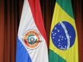 75 waar de vlaggen van Paraguay en Brazilië naast elkaar hangen, want dit is een samenwerkingsproject van deze twee landen: