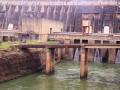 76 Een immens grote dam, die beide landen van elektriciteit voorziet
