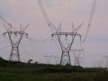 77 en de elektriciteitsmasten bepalen hier dan ook het landschap